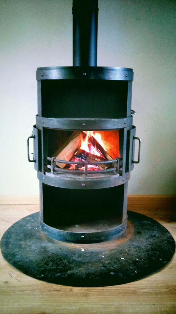 De kachel brandt!!! #wijgaanhethuisnietmeeruit @ 27-12-2011