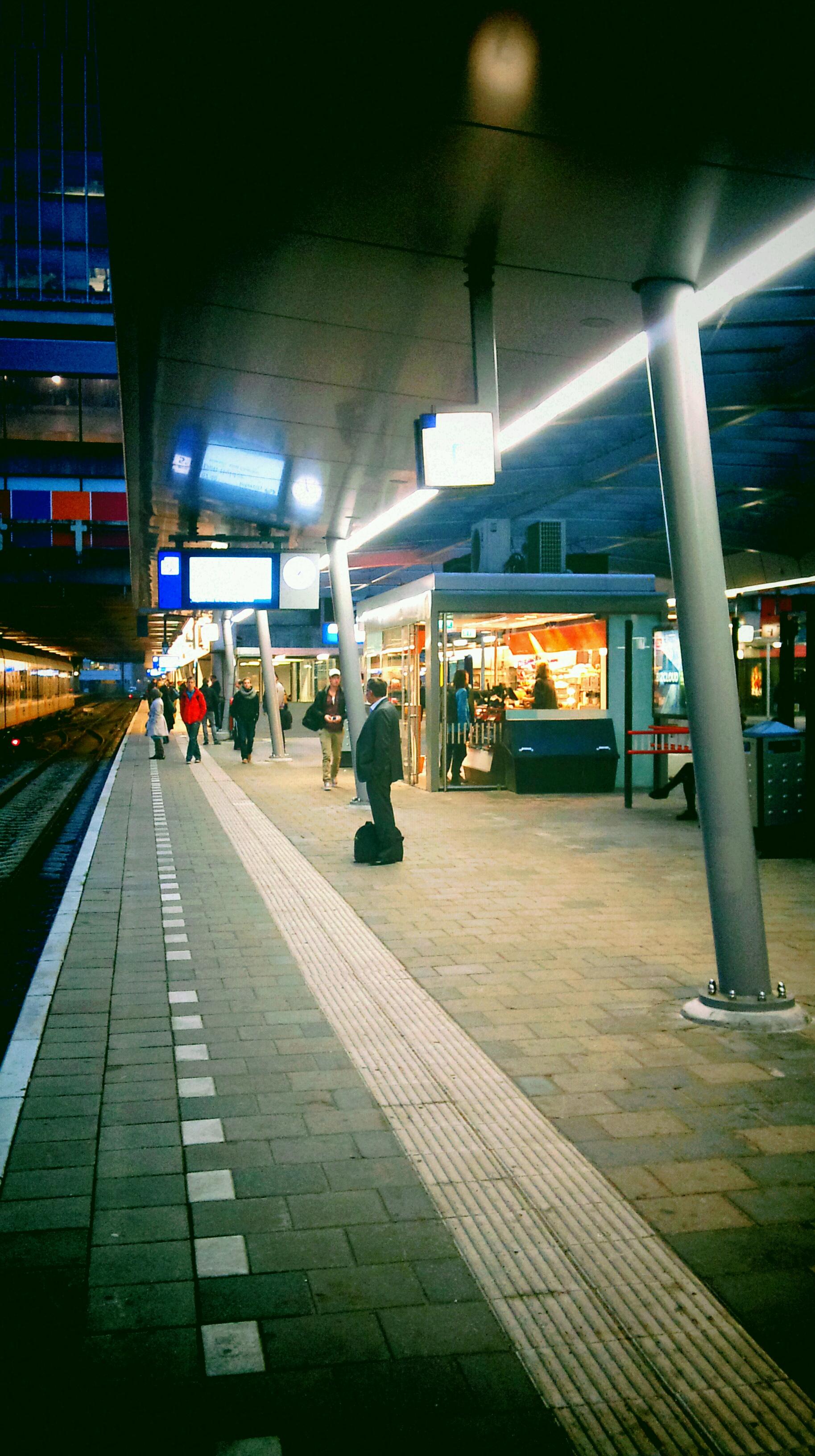 De kiosk is weer open op spoor 4 na grondige verbouwing @ 28-09-2012 09:34u